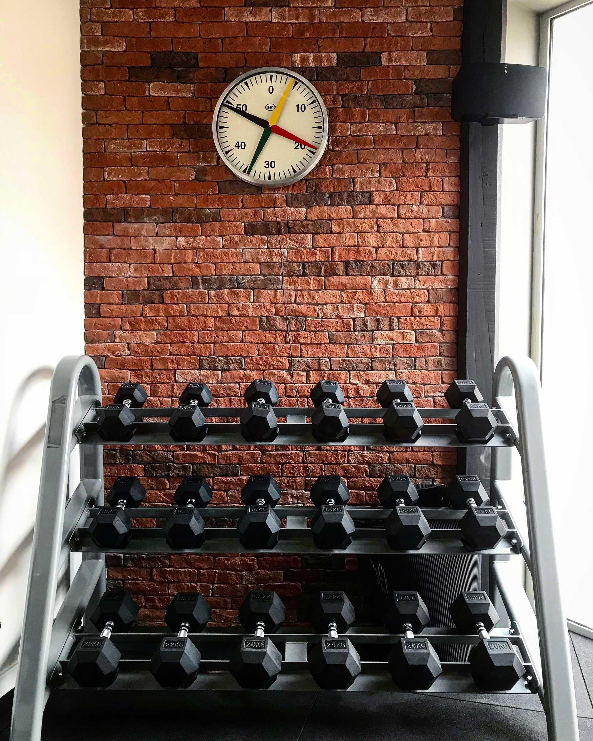 La salle poids et horloge